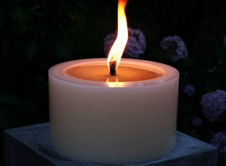 Kerze auf Stein, Dekoration, DIY