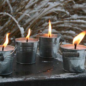 4-kleine-Zinktöpfe-brennend